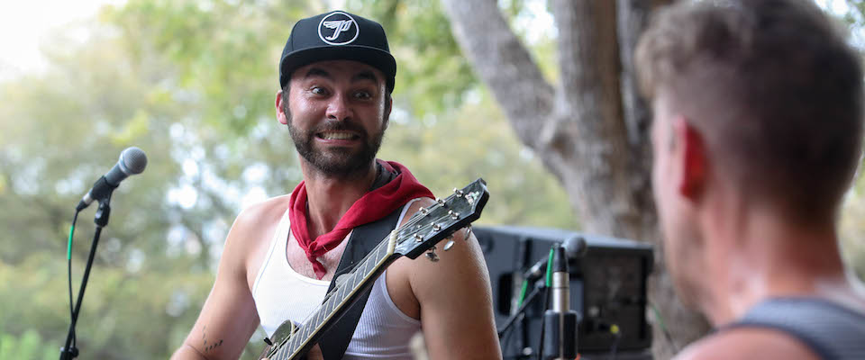 """Shakey Graves: """"Dearly Departed"""" (Live At The Four Seasons)"""